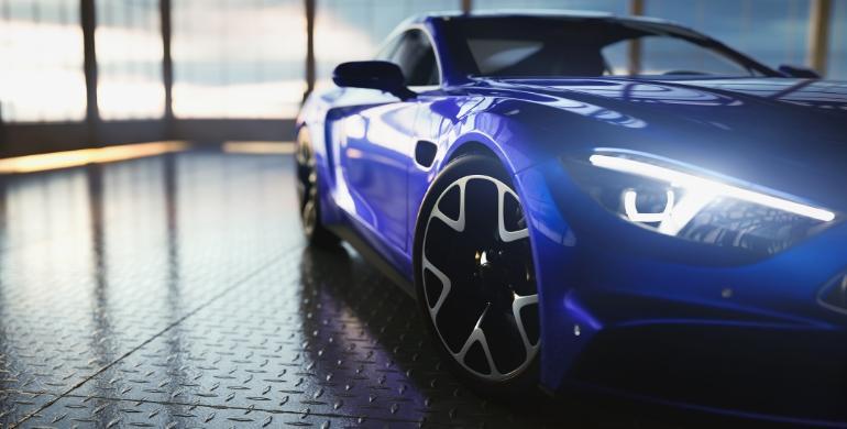 Niebieski samochód zczarnymi felgami
